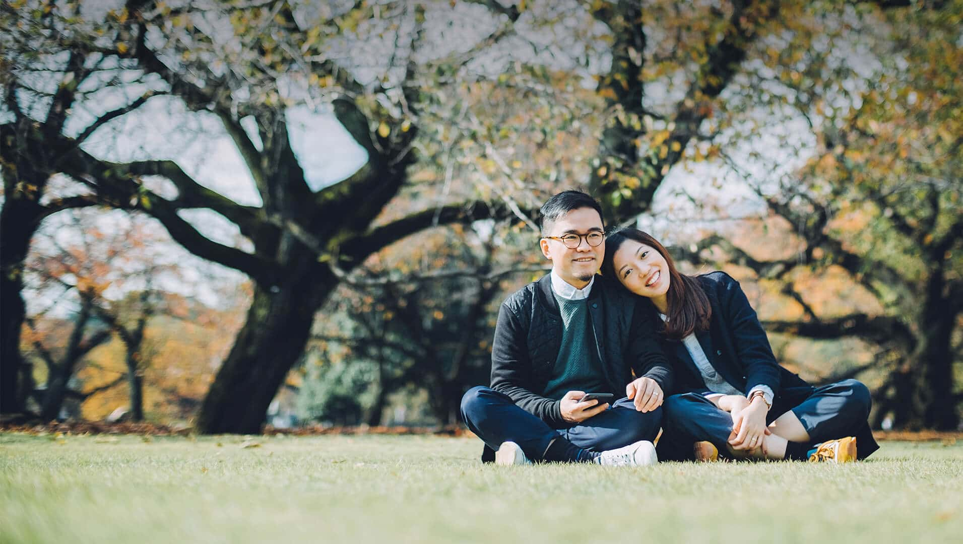 Japanese dating symbolized by a man and woman sitting cross-legged next to each other on a green field