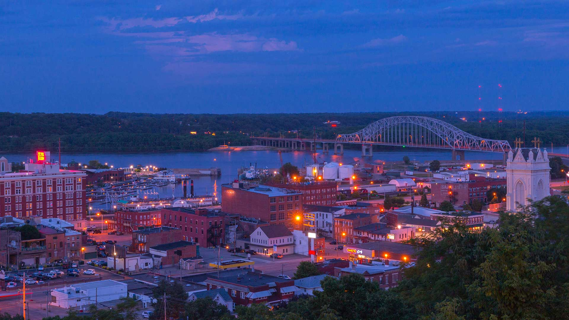 Panorama to illustrate dating in dubuque